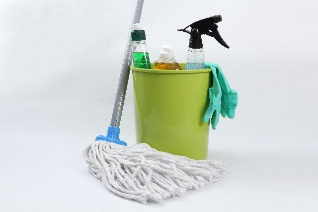 家事えもんが網戸掃除に使う秘密道具はコレ!お風呂場やサッシには?
