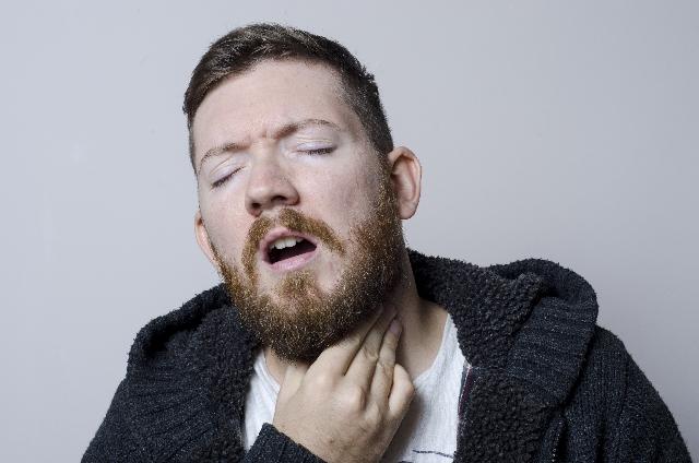 溶連菌感染症の大人の症状は喉がツラい?熱に頭痛も!