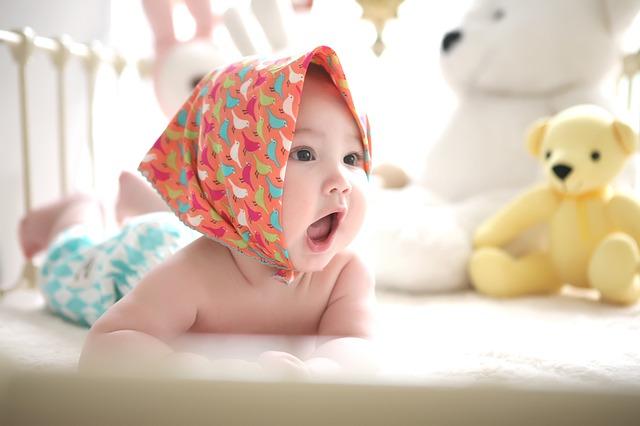 赤ちゃんがハイハイし始めた!部屋にはどんな工夫をすればいい