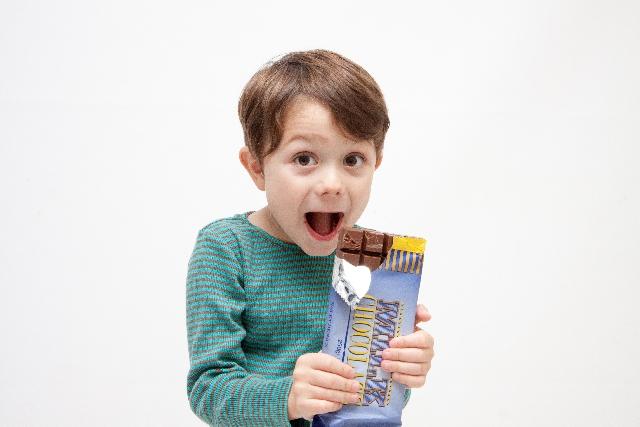 子供にチョコレートはいつから?何歳ならOK?食べ過ぎると虫歯に