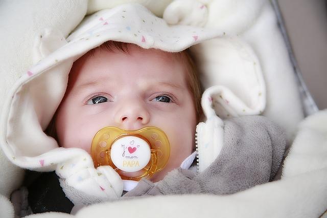 赤ちゃんの冬の服装!夜寝る時や室内と外出時は何をどう着せる?